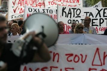 Ατιμωρησία για τους πολιτικούς, τιμωρίες για τους πολίτες
