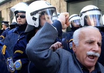 «Αποτύχαμε» δηλώνει ο Στρος-Καν, αλλά η Ελλάδα κρέμεται από το στόμα της τρόικας