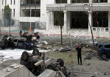 Τρομο-εκρήξεις στους δρόμους, στα spreads και στην κοινωνία